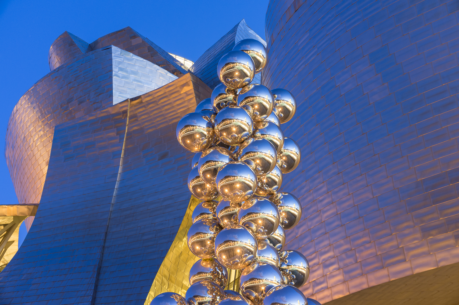 Guggenheim Bilbao and Tall Tress and The Eye by Anish Kapoor