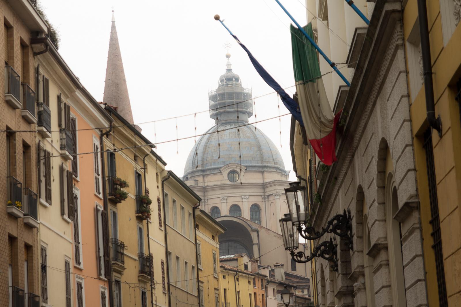 Cupola of Basilica di Sant'Andrea, Mantua street view