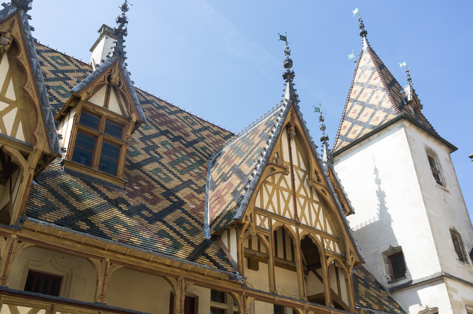 Hospice de Beaune - roof patterns and design